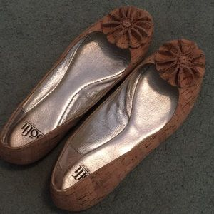Sofft cork flats SZ 7 with flower embellishments